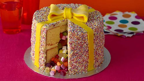 Magnificent 15 Amazing And Creative Birthday Cake Ideas For Girls Funny Birthday Cards Online Elaedamsfinfo