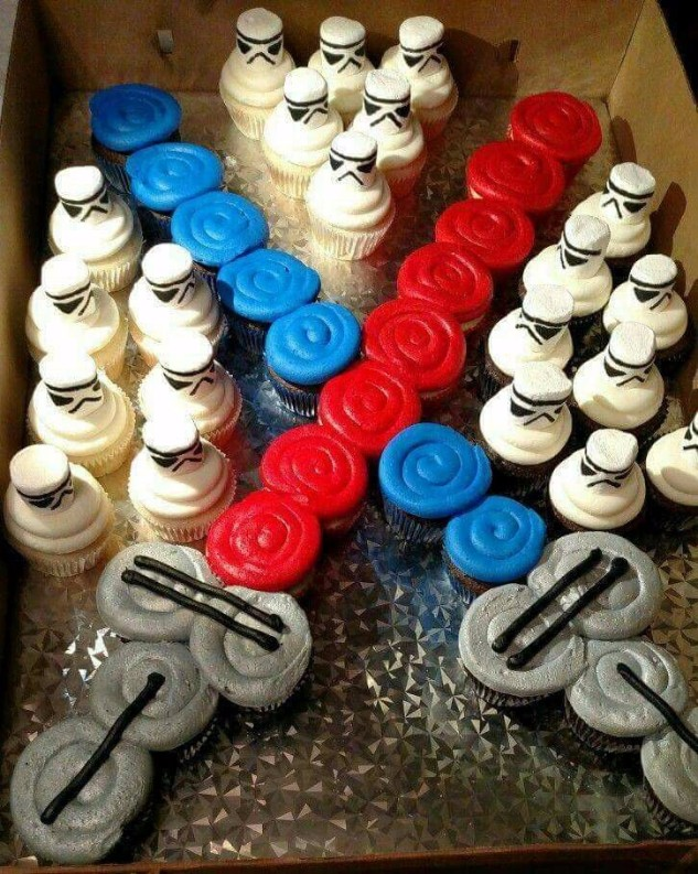 23 Lightsabre Cupcakes