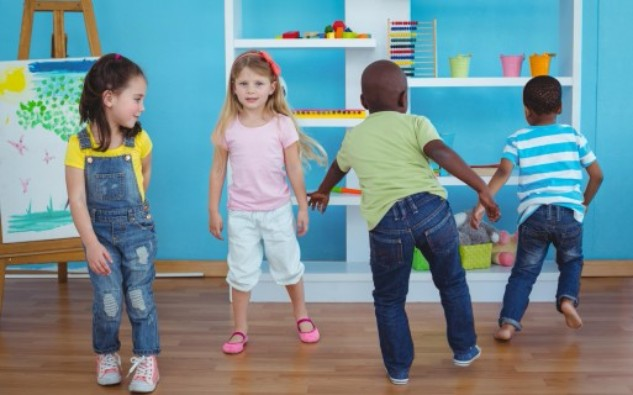 http://curiouschef.com/healthy-eating/blog/8-great-kids-activities-to-have-fun-and-stay-active-indoors/