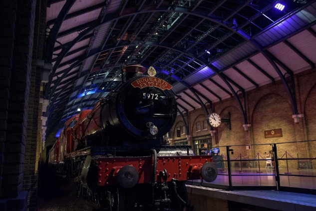 https://www.wbstudiotour.co.uk/sites/default/files/2017-10/Platform-nine-and-three-quarters.jpg
