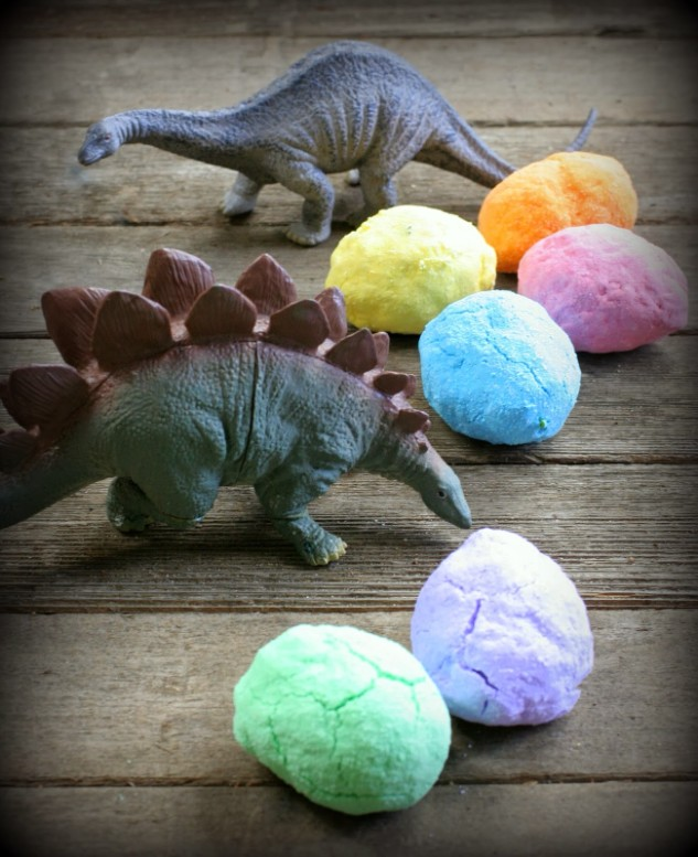 http://www.funathomewithkids.com/2013/10/diy-bath-bombs-magic-hatching-dinosaur.html